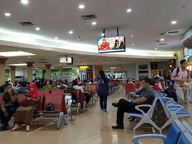 bandara adisutjipto keberangkatan penumpang
