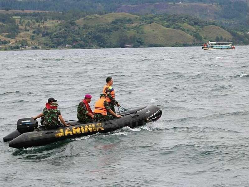 Evakuasi Korban Tenggelamnya Kapal Sinar Bangun Libatkan Penyelam TNI