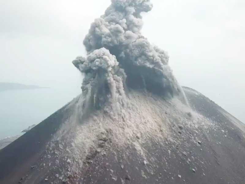 Gunung Anak Krakatau Meletus 576 Kali Dalam Sehari