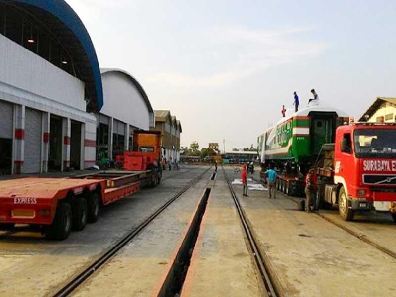 pembangunan pabrik KA