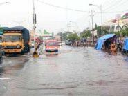 Jalur Pantura Semarang-Demak Macet Parah Akibat Bajir Dan Rob