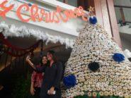 Pohon Natal Dari 2.125 Donat Di Dafam Hotel Semarang