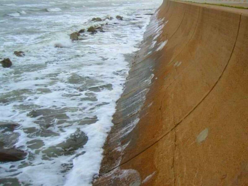 tanggul laut