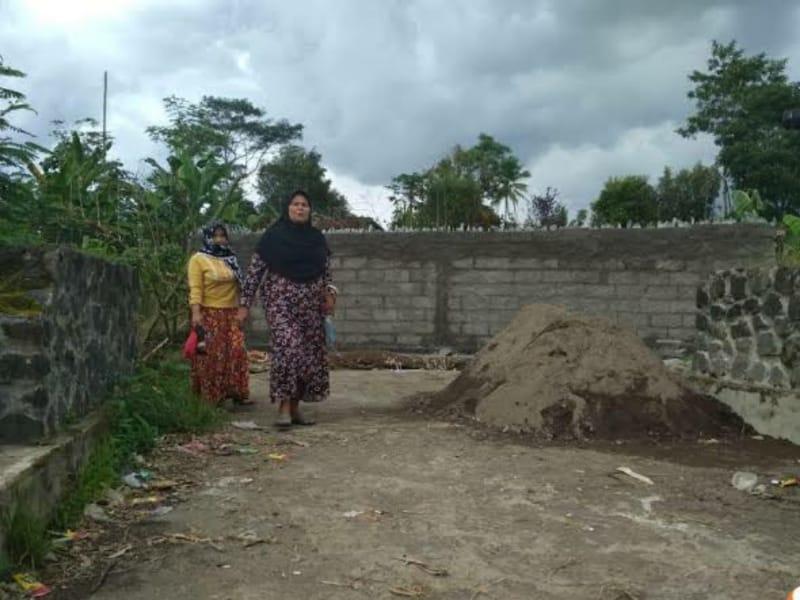 Tak Jadi Kades, Jalan Antar Kecamatan Ditutup Tembok Permanen