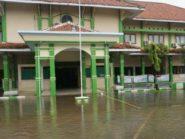 Banjir, Puluhan Pasien RSUD Batang Dievakuasi