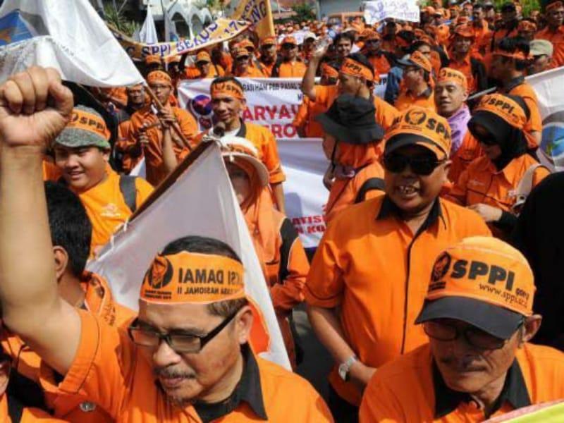 Serikat Pekerja PT Pos Indonesia Demo Tuntut Penyesuaian Gaji