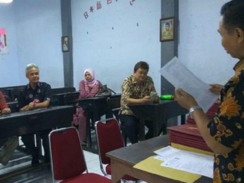 Ambil Raport Putranya, Ganjar  Konsultasi Dengan Wali Kelas