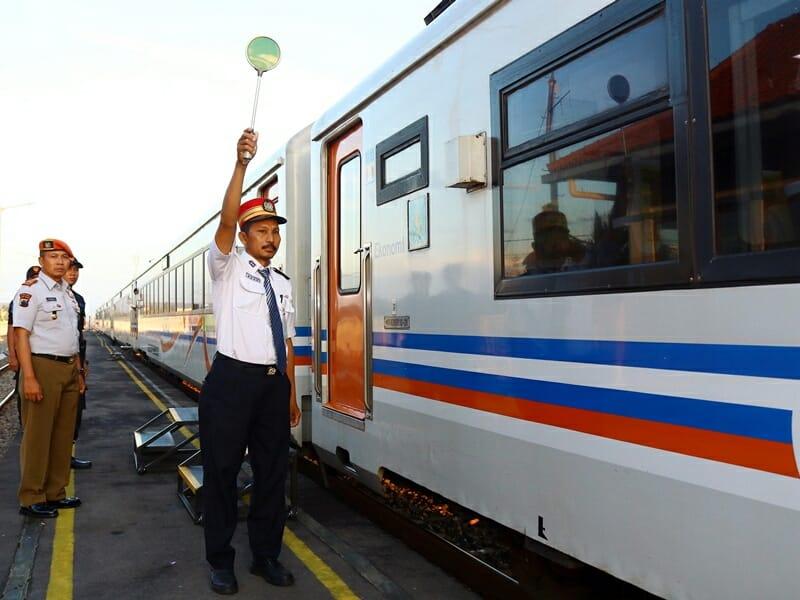 Kereta stasiun batang