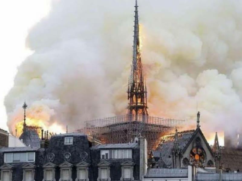 Katedral Notre-Dame, Gereja Berusia 855 Tahun Itu Terbakar