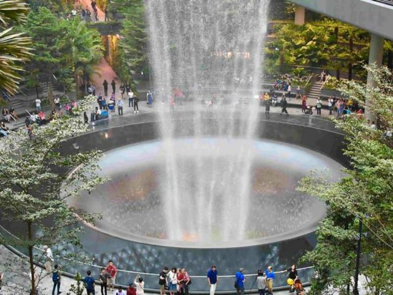 Jewel Changi Airport, Destinasi Wisata Bandara dengan Air Terjun Indoor Tertinggi Di Dunia