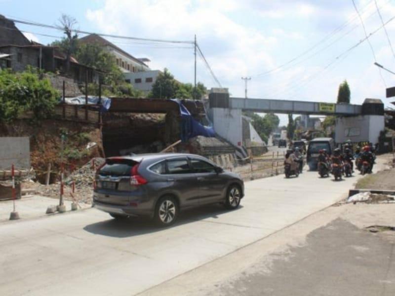 Proyek Pelebaran Jalan Kretek Bang Dihentikan Sebulan
