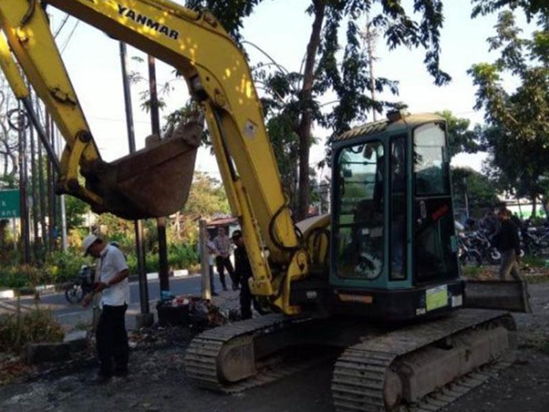 27 Pelapak Liar di Exit Tol Banyu Urip Ditertibkan