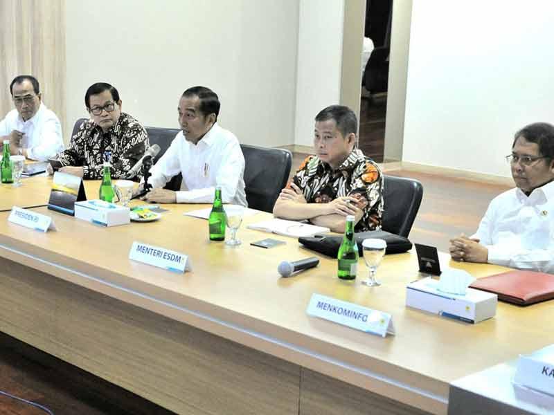 Sambangi PLN, Jokowi: Apa Tidak Dihitung Sebelumnya Kok Tau-Tau Drop?
