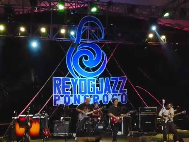 Reyog Jazz Ponorogo Kolaborasi Unik Berlatar Telaga Ngebel