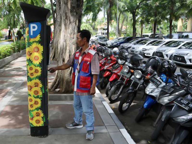 Parkir Meter Cara Pemkot Surabaya Tekan Praktik Parkir Liar