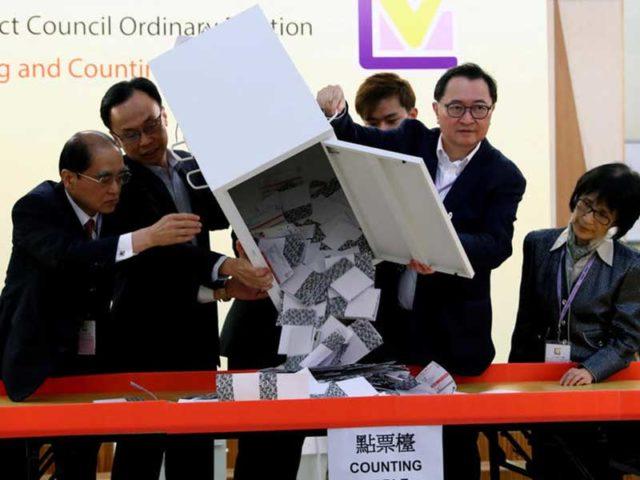 Lelah Terbayarkan, Partai Pro Demokrasi Menang Telak di Pemilu Hong Kong