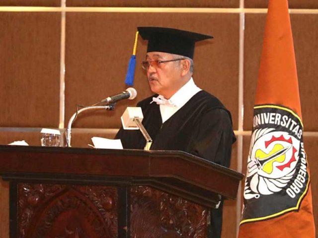 Sri Puryono Resmi Sandang Gelar Guru Besar Dosen Tidak Tetap Pertama SPS Undip